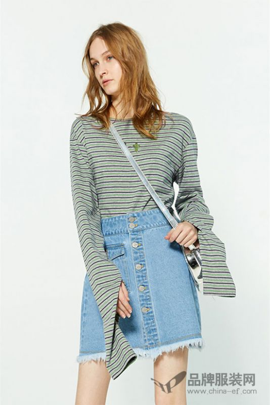 或简约清新或时尚复古的条纹上衣